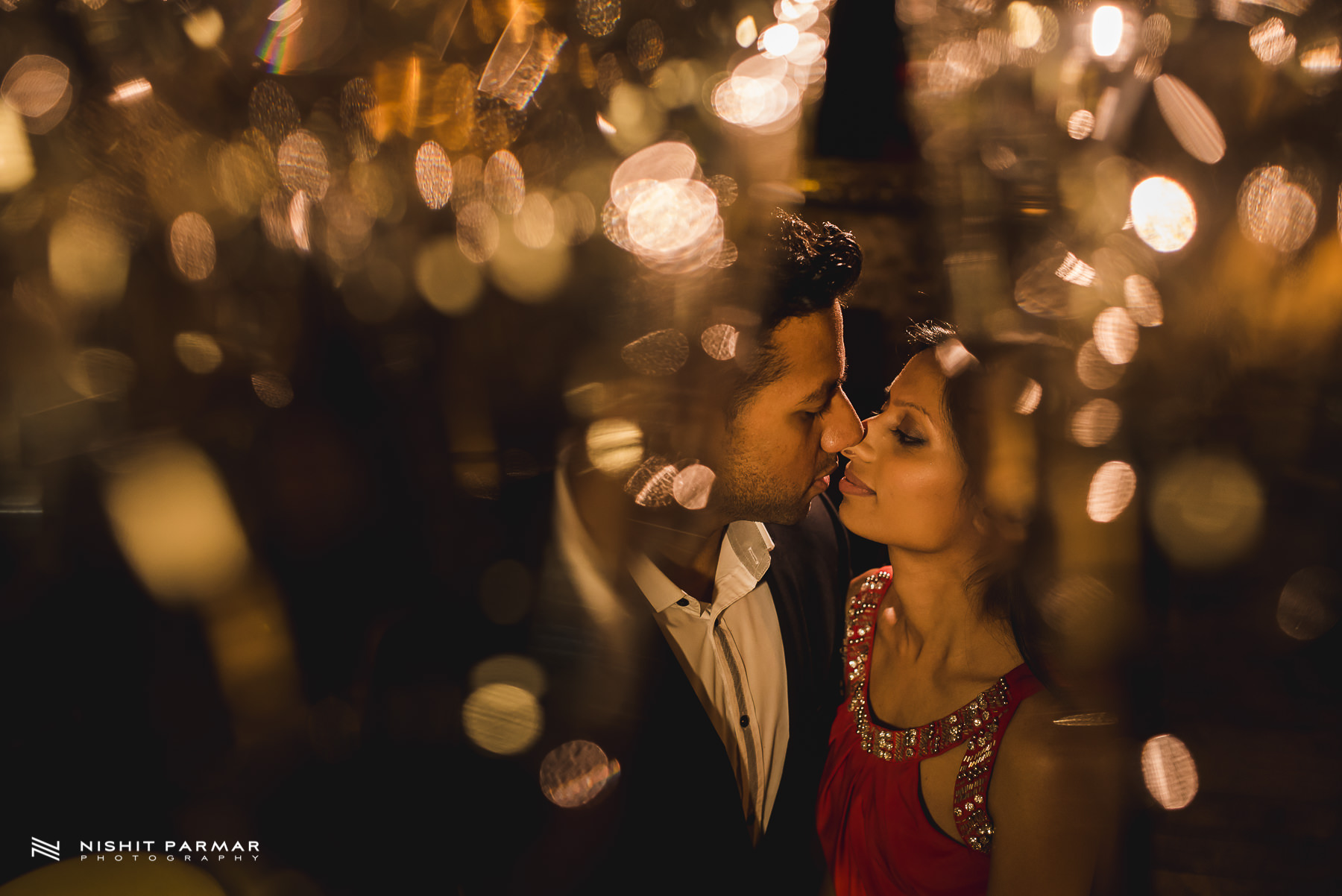 Barcelona Prewedding Shoot Asian Wedding Photography Night shoot glasses for bokeh