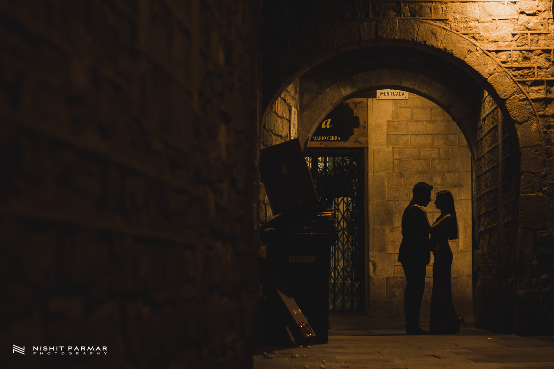 Barcelona Prewedding Shoot Asian Wedding Photography Night time silhouette