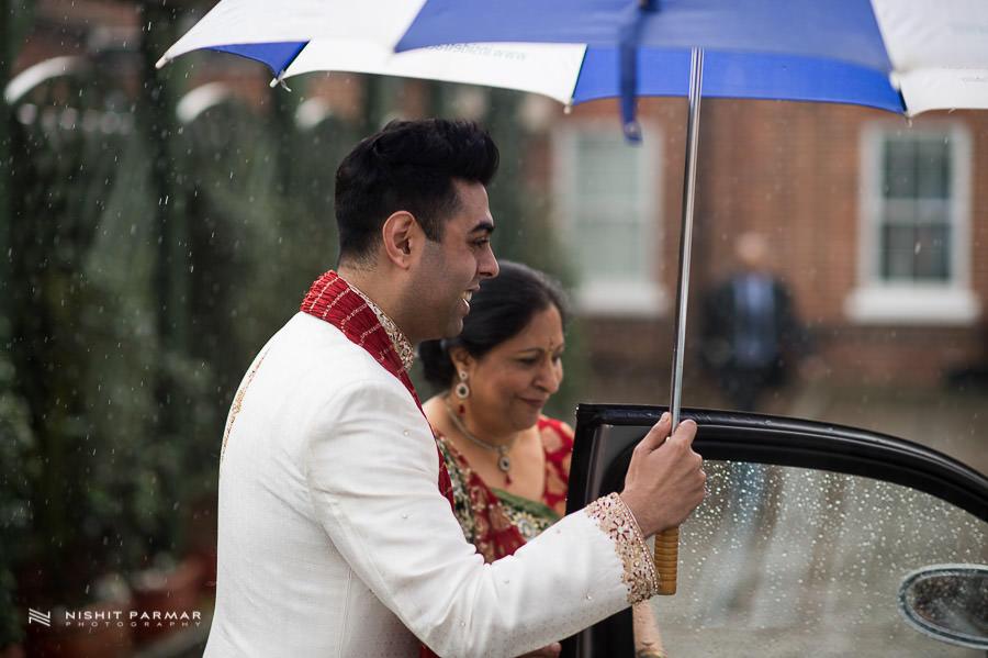Asian Wedding Photographer at Baylis House Hindu Wedding Nishita and Upesh
