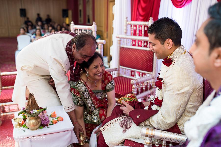 Hindu Gujarati Wedding Photography at Baylis House Hindu Wedding Nishita and Upesh