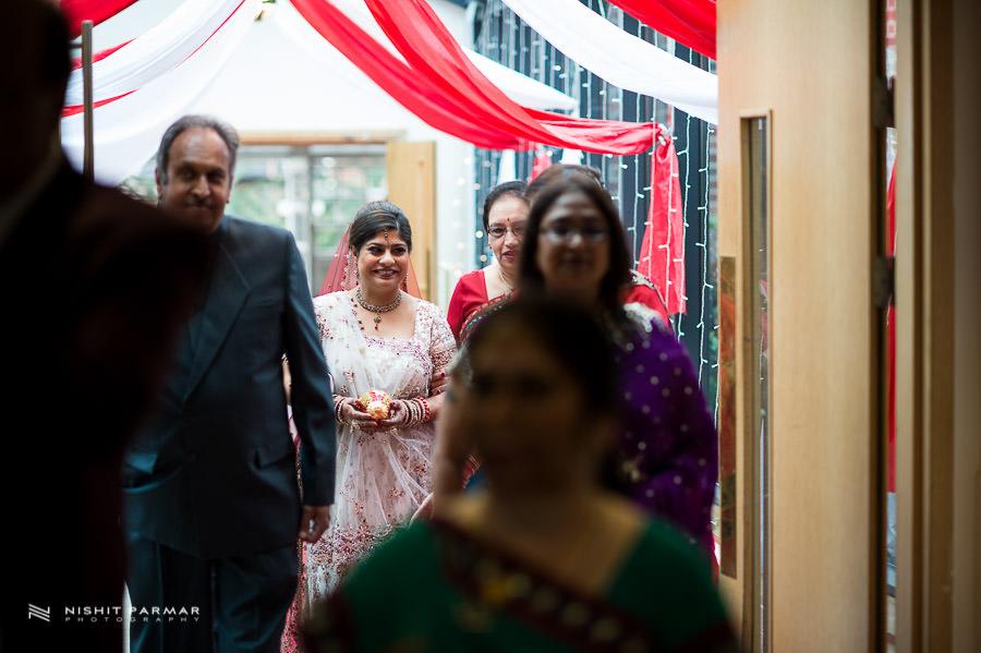 Asian Wedding at Baylis House Hindu Wedding Photography Nishita and Upesh