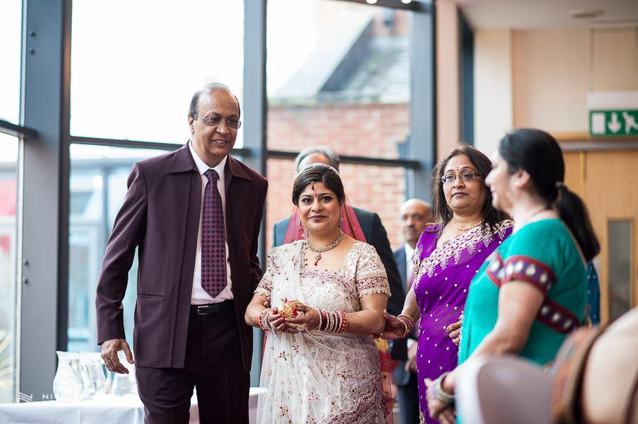 Wedding Photographer at Baylis House Hindu Wedding Nishita and Upesh