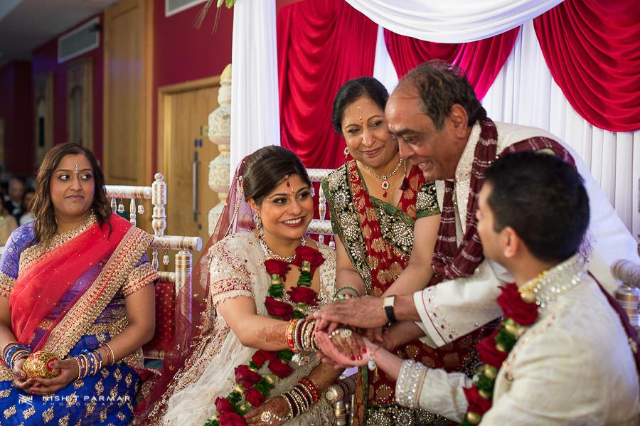 Natural Wedding Photography at Baylis House Hindu Wedding Nishita and Upesh
