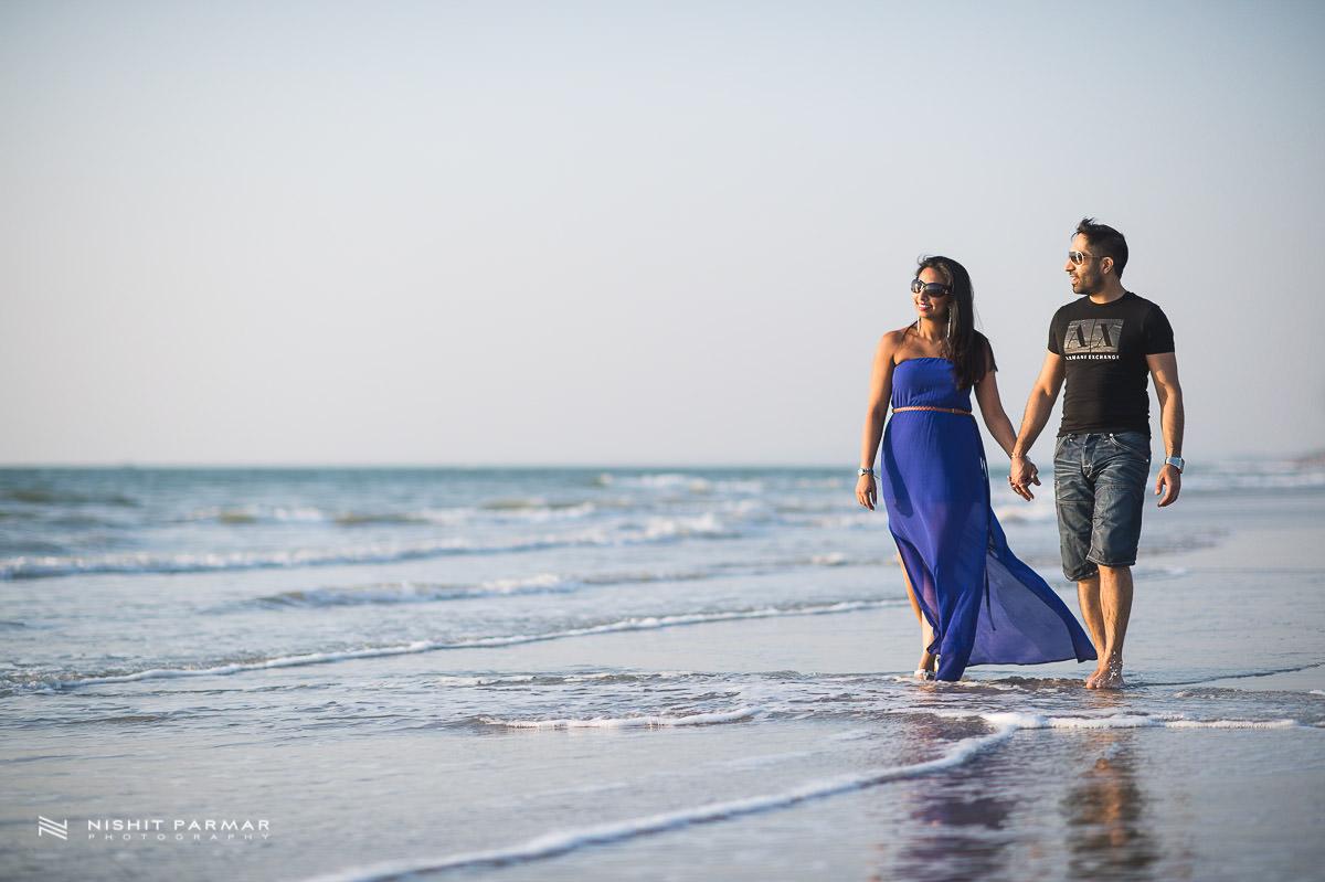Asian Wedding Photographer Nishit Parmar - couple strolling along the beach