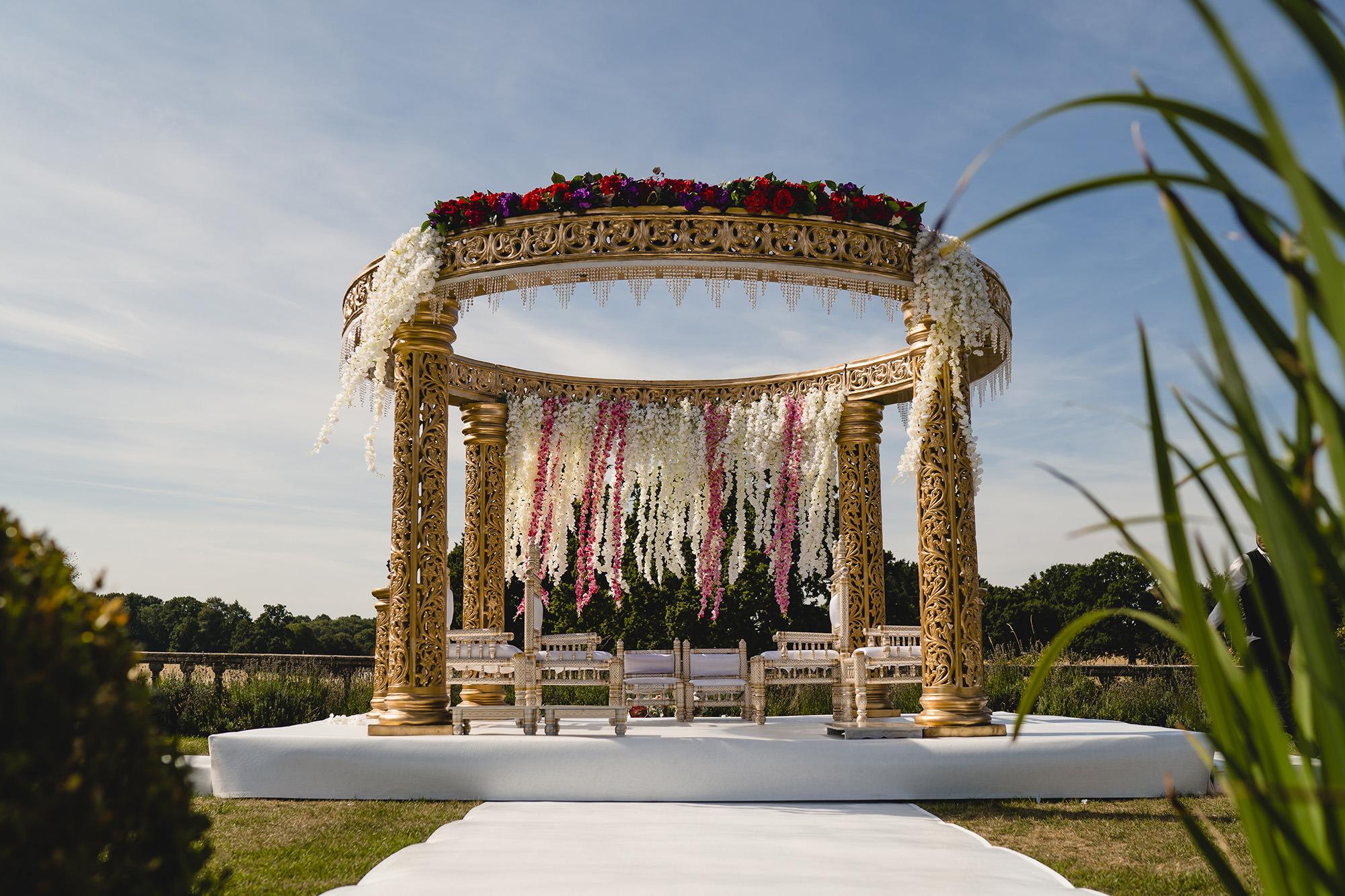 mandap decor at quendon hall hindu wedding