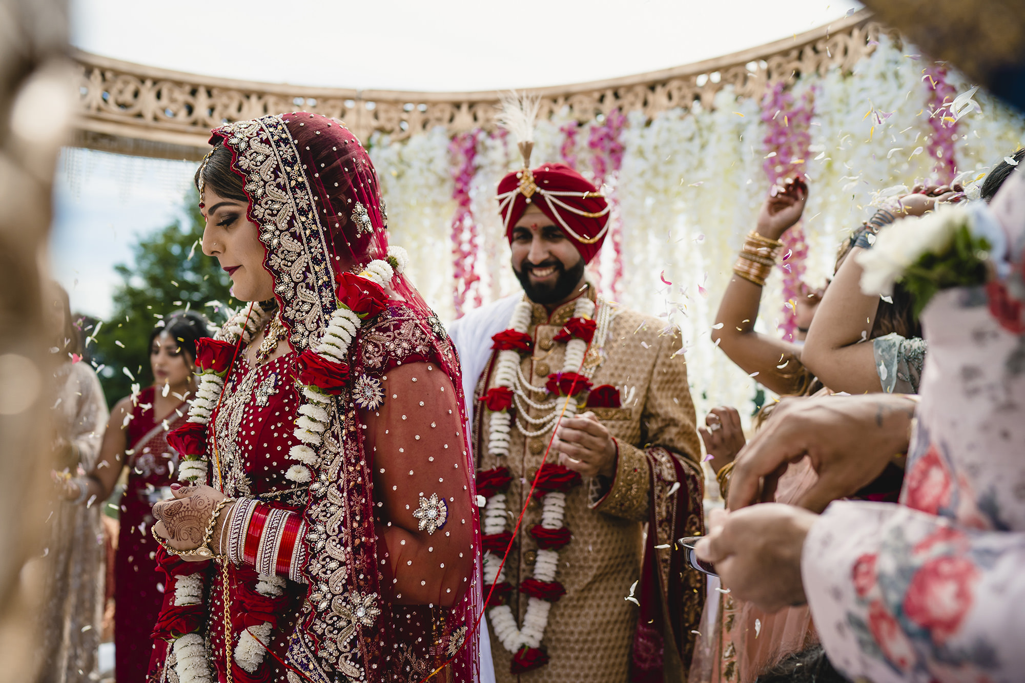bride and groom fera during the wedding ceremony