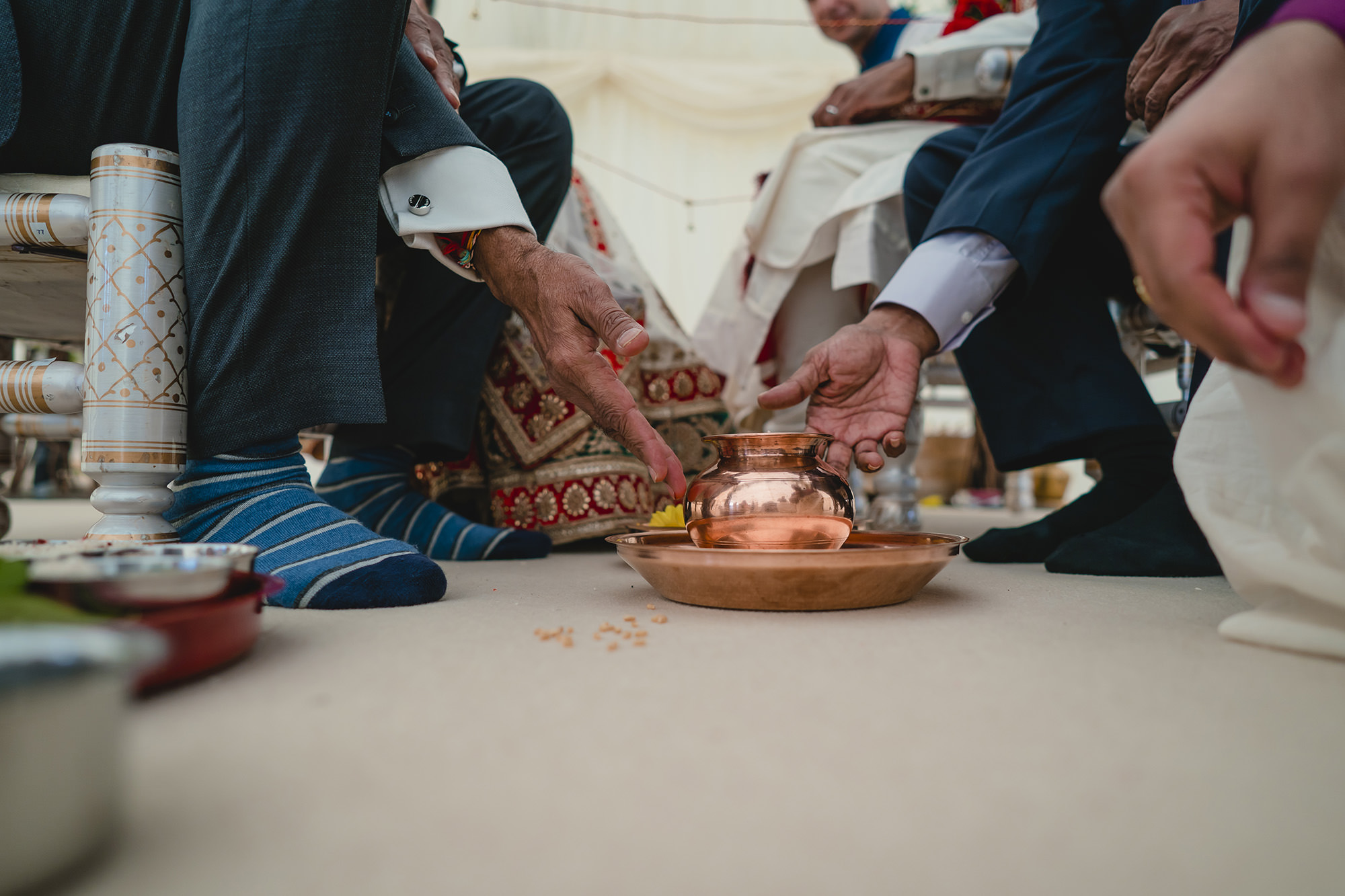 hindu wedding ceremony rituals with fathers of bride and groom