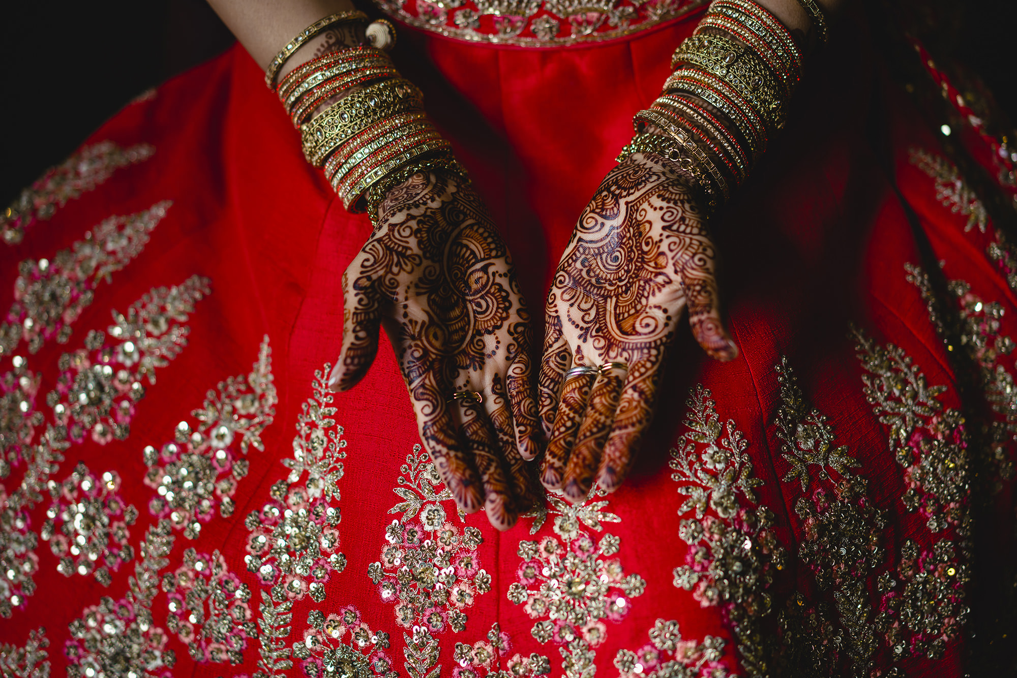 details of the brides mehndi and her indian wedding outfit