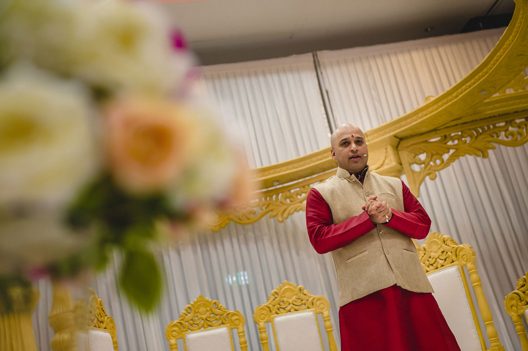 priest opening the hindu wedding ceremony