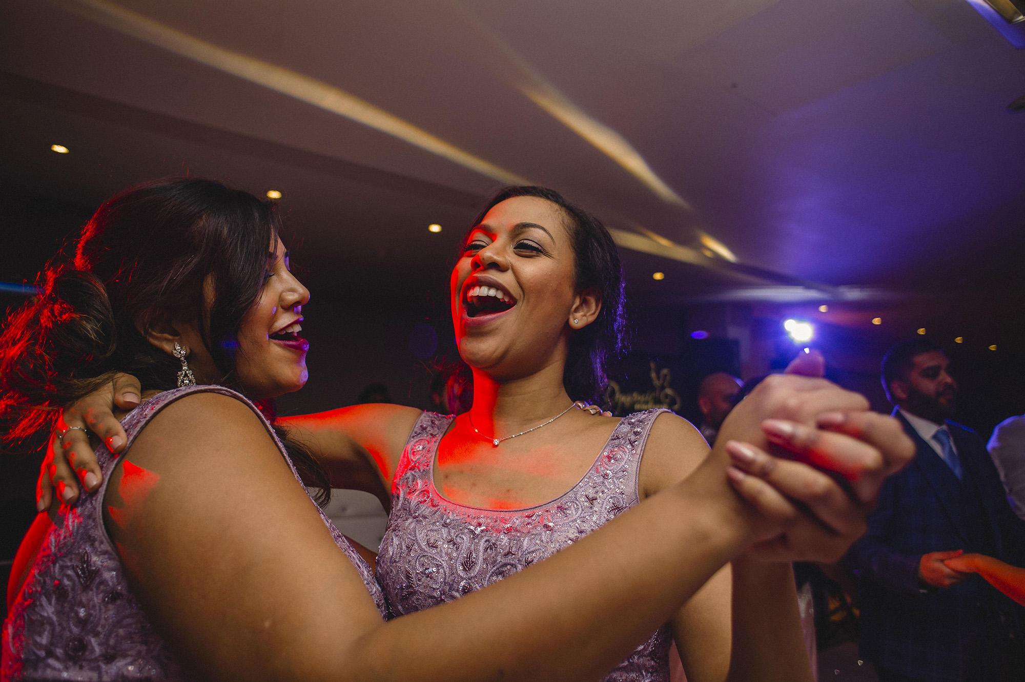 bridesmaids dancing on the dancefloor