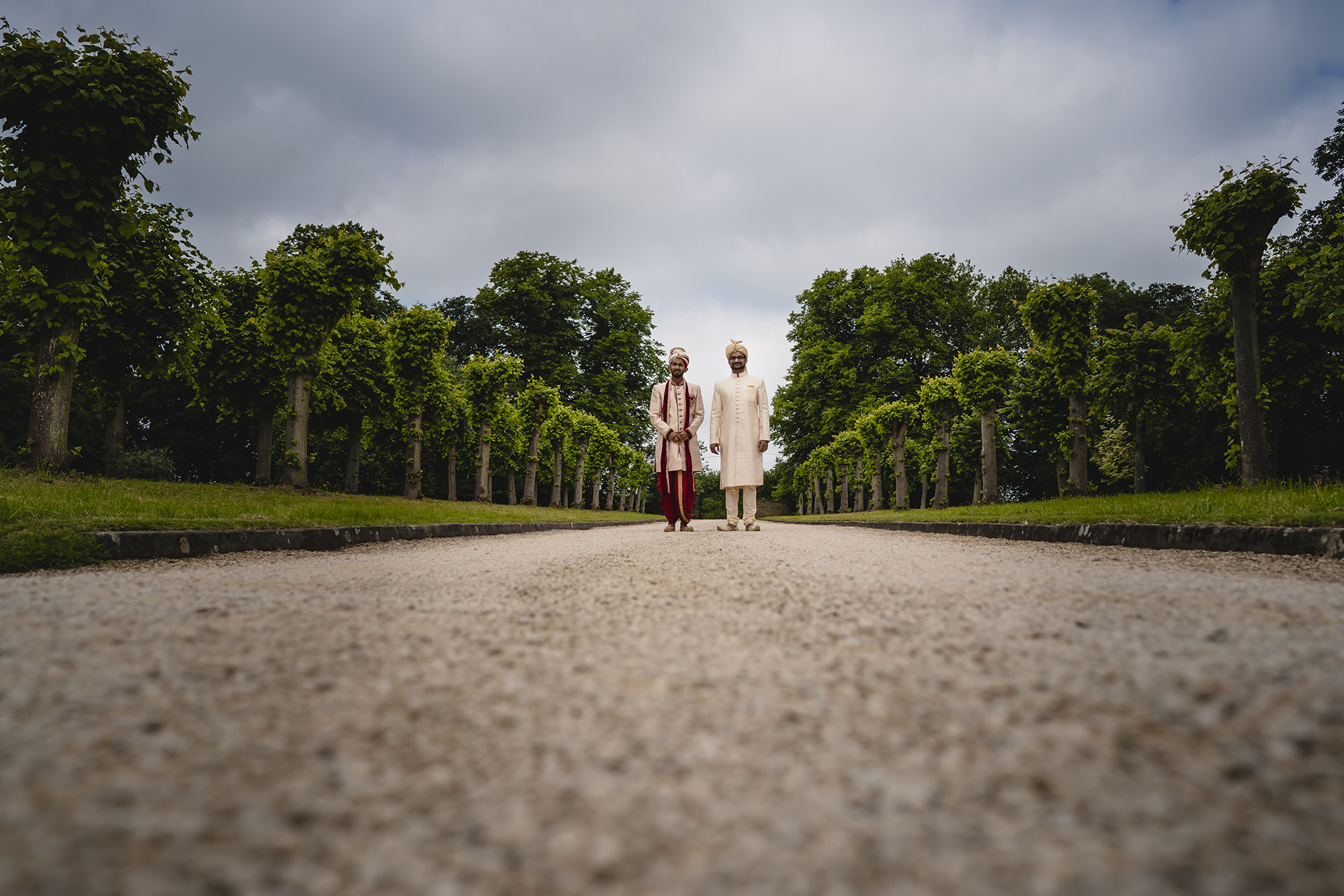 groom walking down the driveway at poundon house