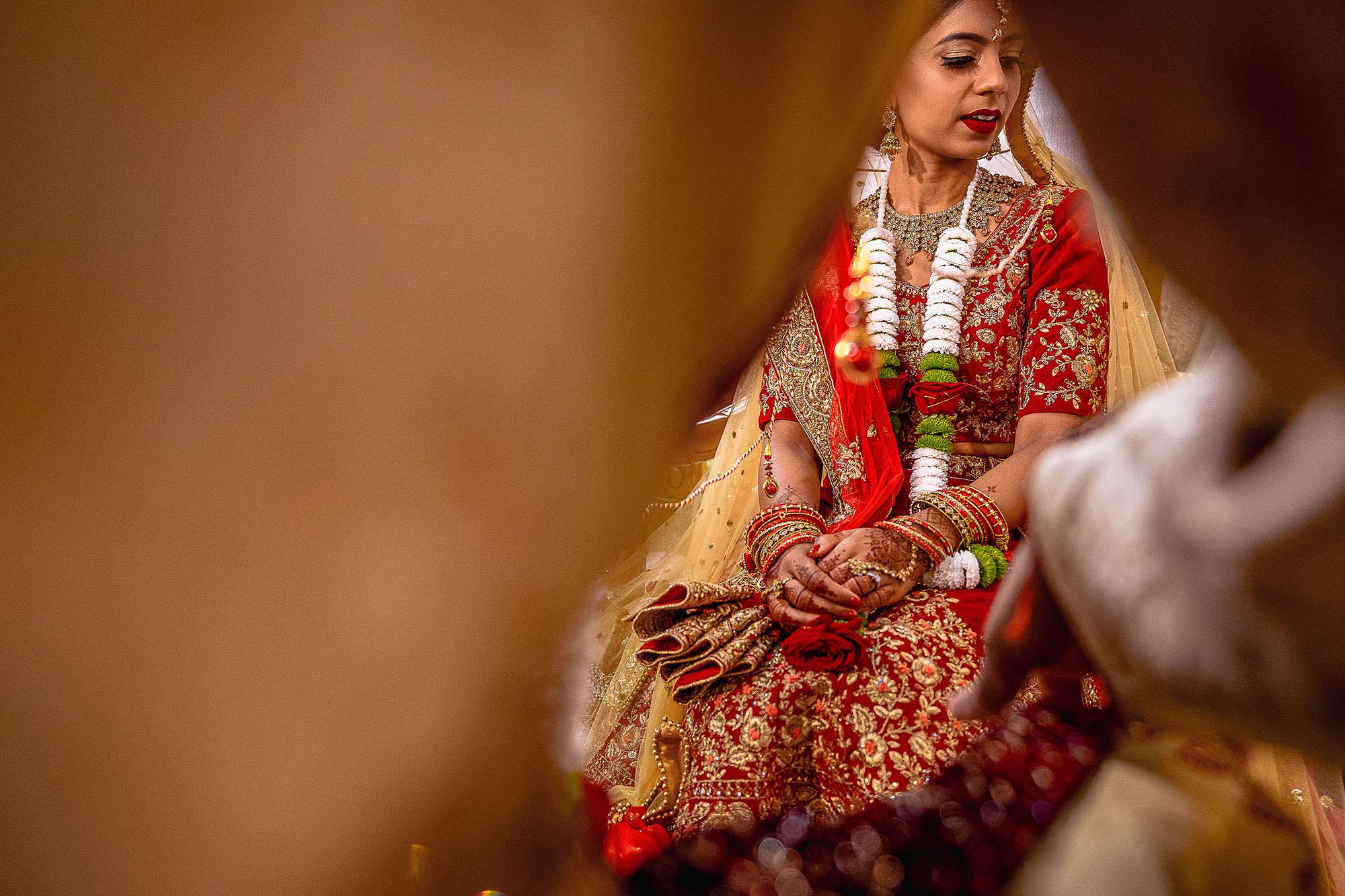 bride picture mandap asian wedding devan jigna