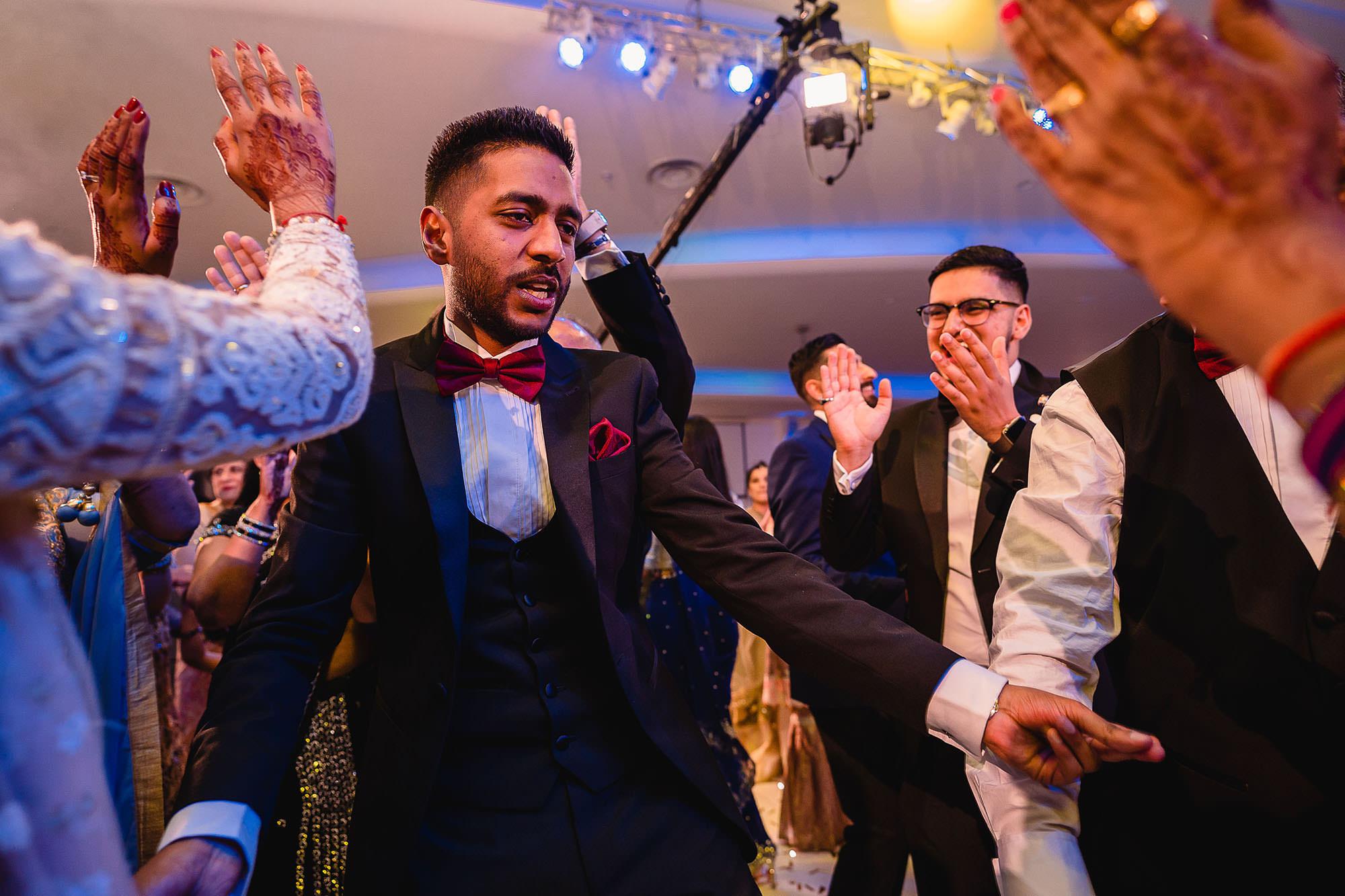 natural and creative hindu wedding photography devan jigna