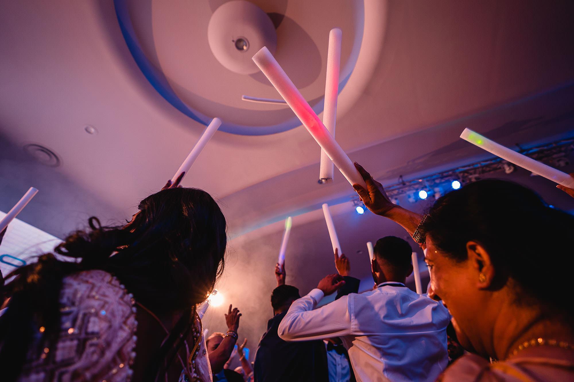 party pictures hindu wedding devan jigna