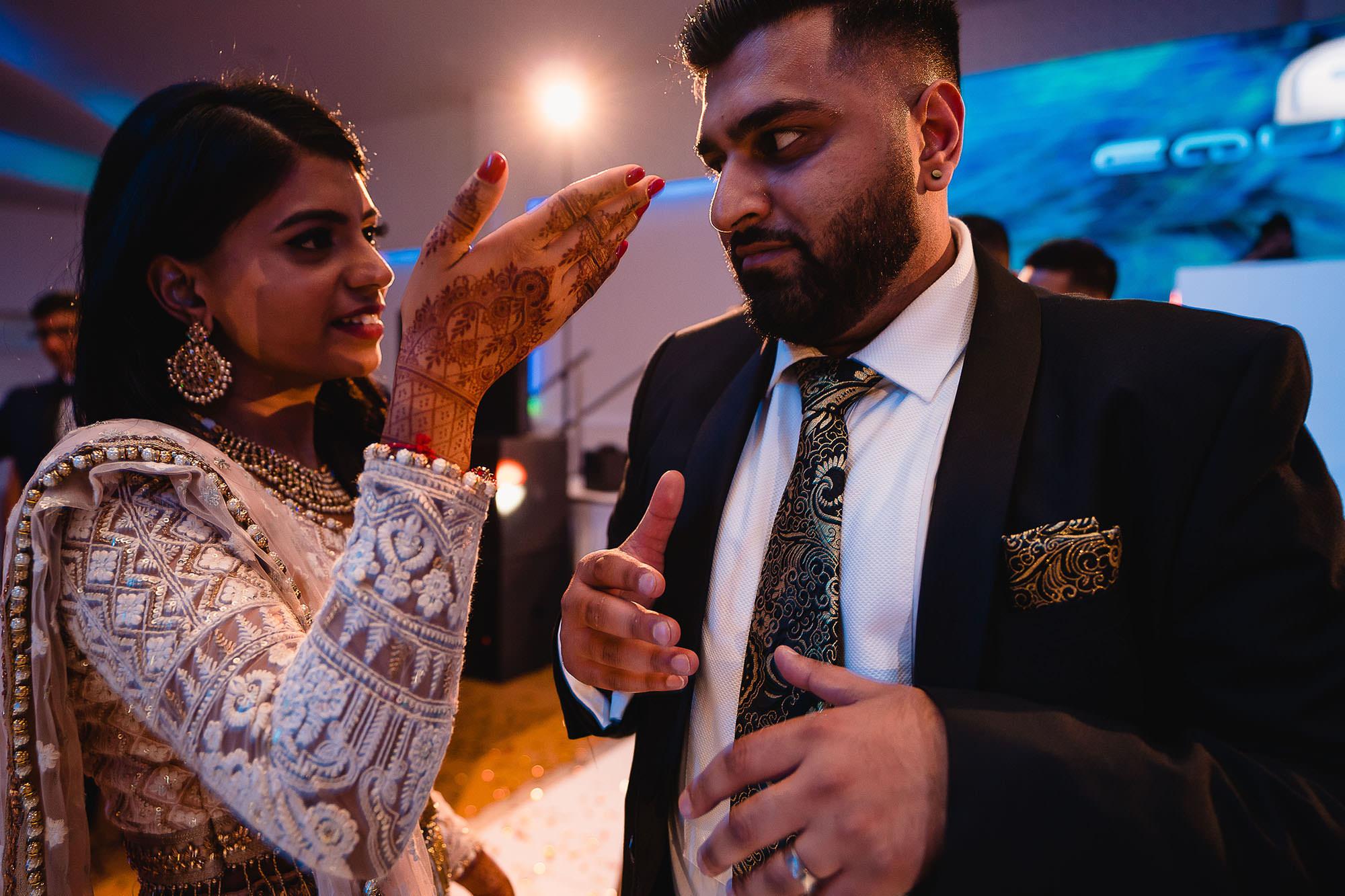 funny reception pictures hindu weddings devan jigna